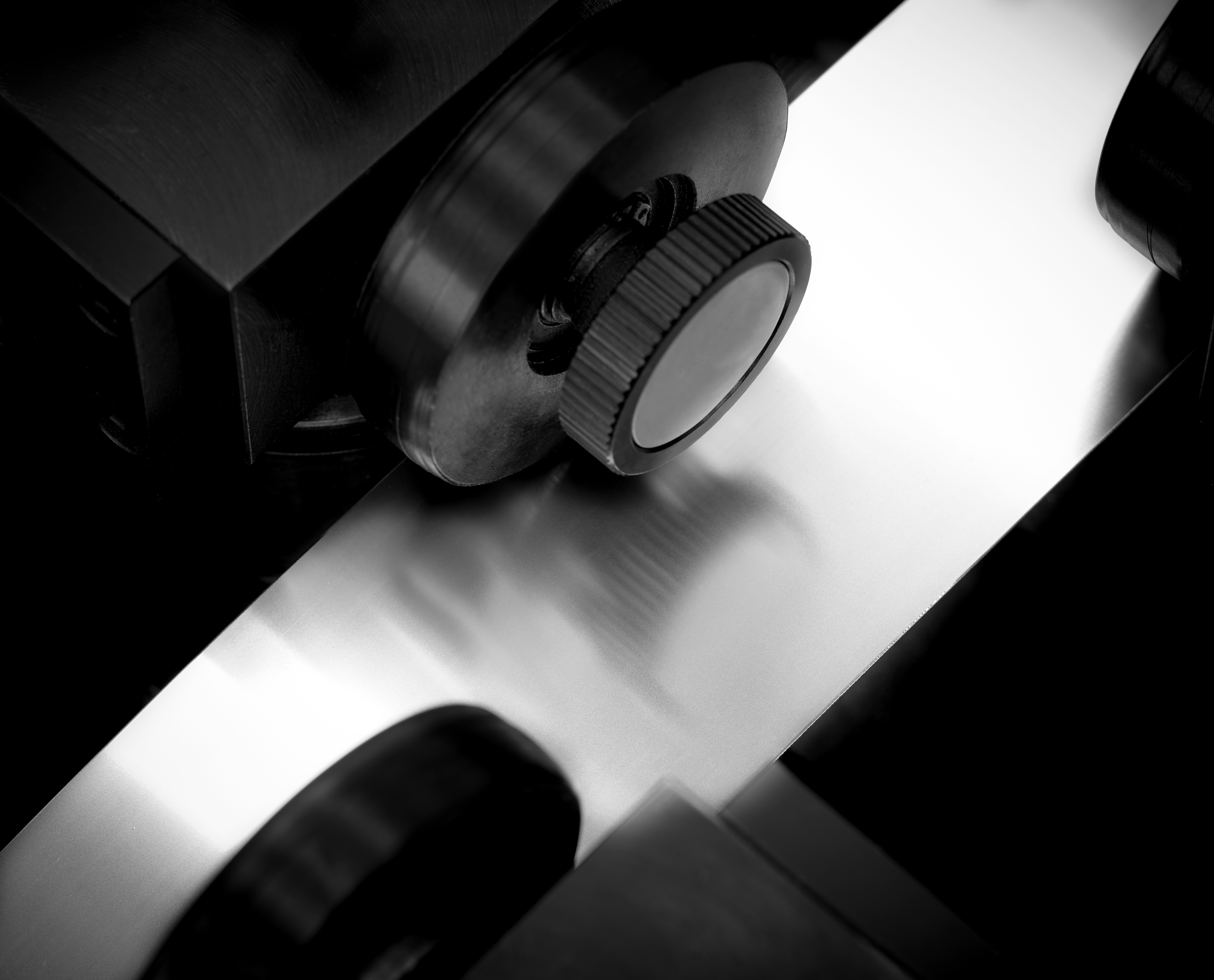 acciaio per coltelli materiale per coltelli materiale per coltellinai materiali per coltelleria milano acciaio per seghe lamelle metalliche tranciatura fine tranciatura metalli acciaio per pettini rakle lavorazione acciaio inox milano